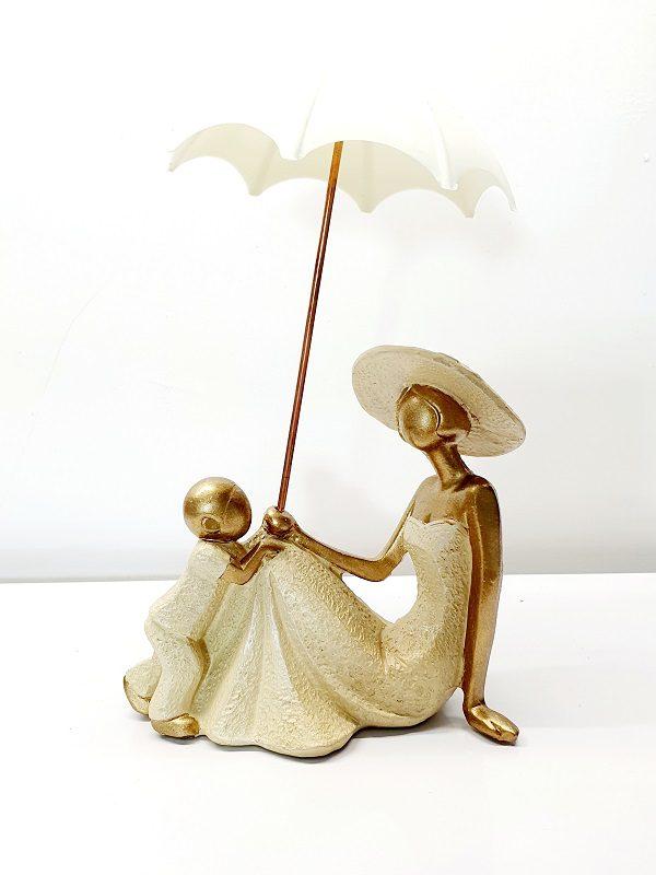 مجسمه مادر و فرزند