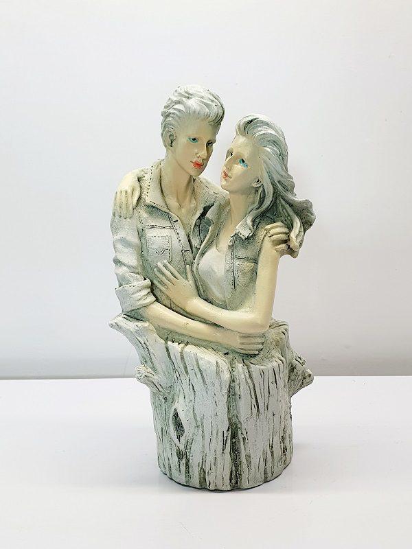 مجسمه دختر و پسر